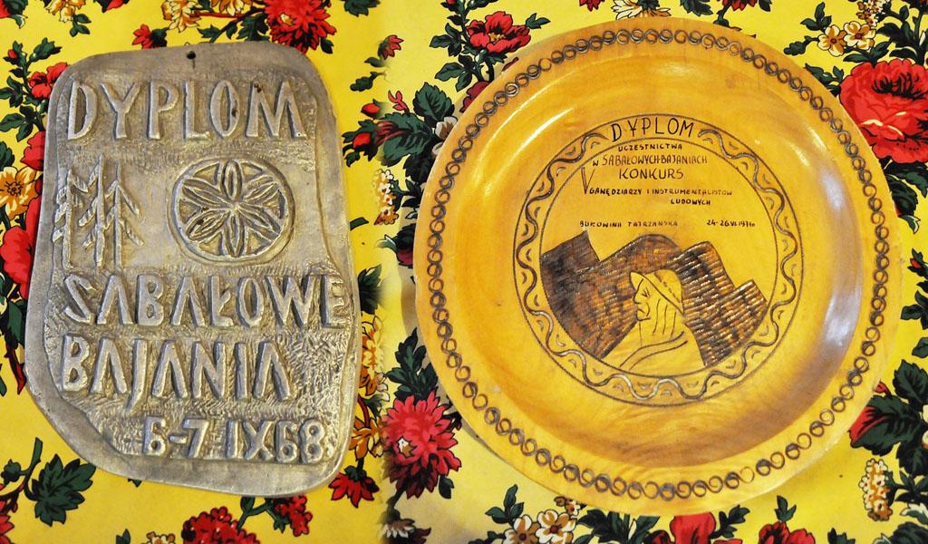 Archiwalne dyplomy z 1968 i 1971 roku